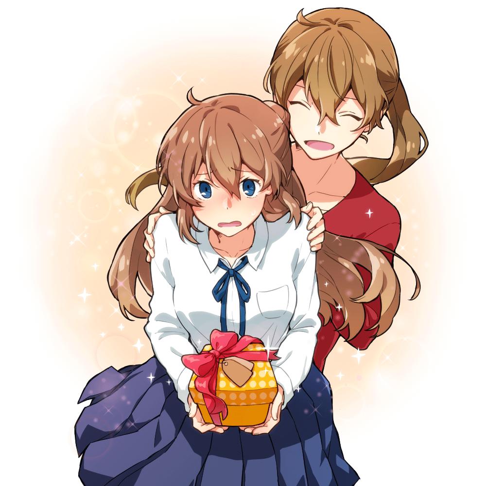 お菓子を渡す女子高生と背中を押すお姉さんのイラスト